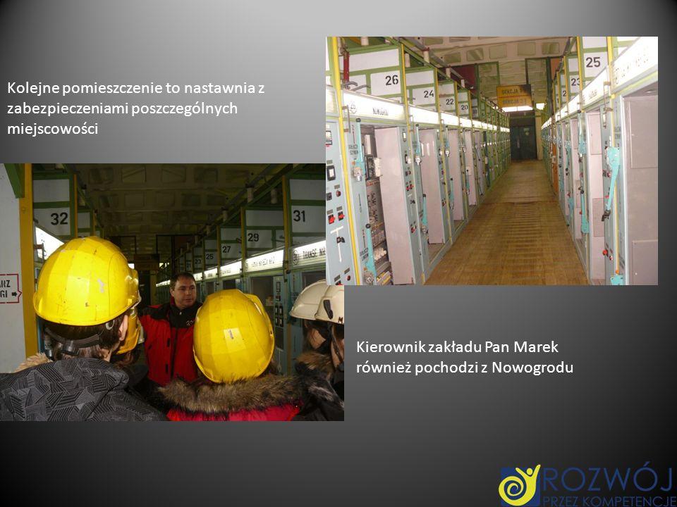 Kolejne pomieszczenie to nastawnia z zabezpieczeniami poszczególnych miejscowości Kierownik zakładu Pan Marek również pochodzi z Nowogrodu