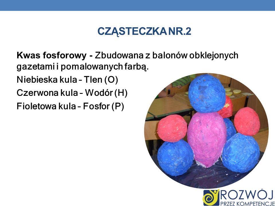 CZĄSTECZKA NR.2 Kwas fosforowy - Zbudowana z balonów obklejonych gazetami i pomalowanych farbą.