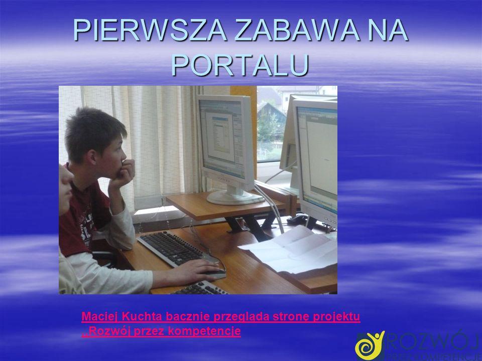 PIERWSZA ZABAWA NA PORTALU Maciej Kuchta bacznie przegląda stronę projektu,,Rozwój przez kompetencje