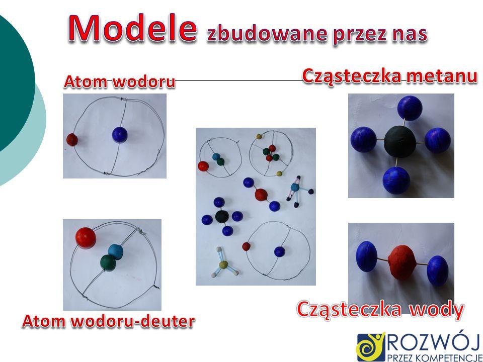 Atomy pierwiastka występują w różnych, identycznych chemicznie, formach – izotopach, różniących się tylko liczbą neutronów w jądrze. Różne naturalne p