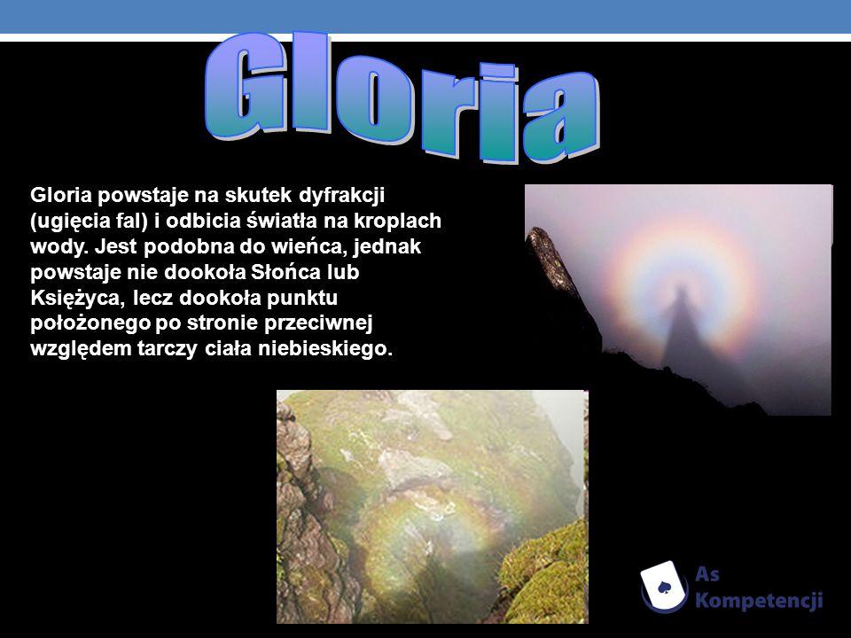 Gloria powstaje na skutek dyfrakcji (ugięcia fal) i odbicia światła na kroplach wody. Jest podobna do wieńca, jednak powstaje nie dookoła Słońca lub K