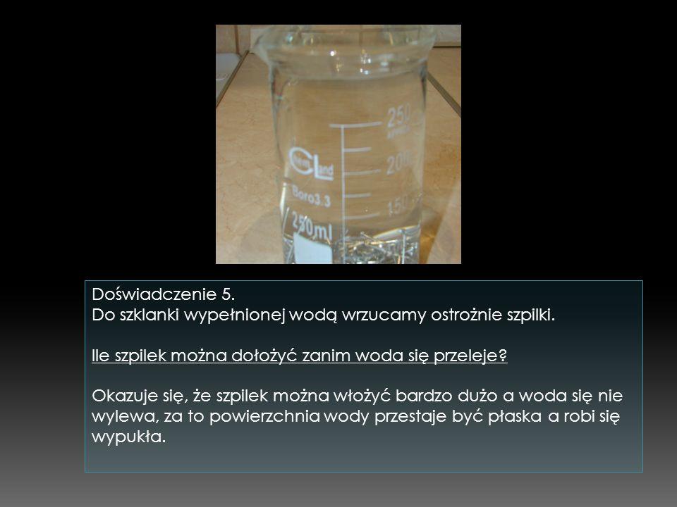Doświadczenie 5.Do szklanki wypełnionej wodą wrzucamy ostrożnie szpilki.