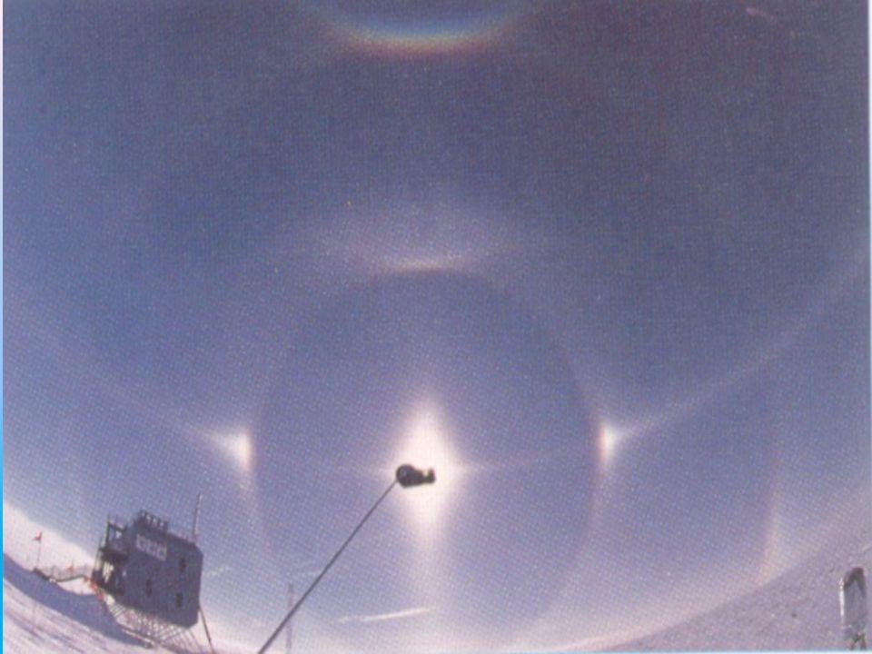 Halo Halo jest jednym z ciekawszych zjawisk świetlnych (optycznych) na niebie i powstaje na skutek załamania światła w chmurze zawierającej kryształki