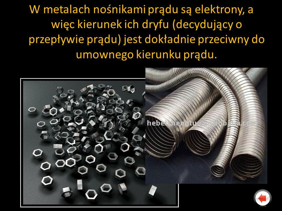 W metalach nośnikami prądu są elektrony, a więc kierunek ich dryfu (decydujący o przepływie prądu) jest dokładnie przeciwny do umownego kierunku prądu