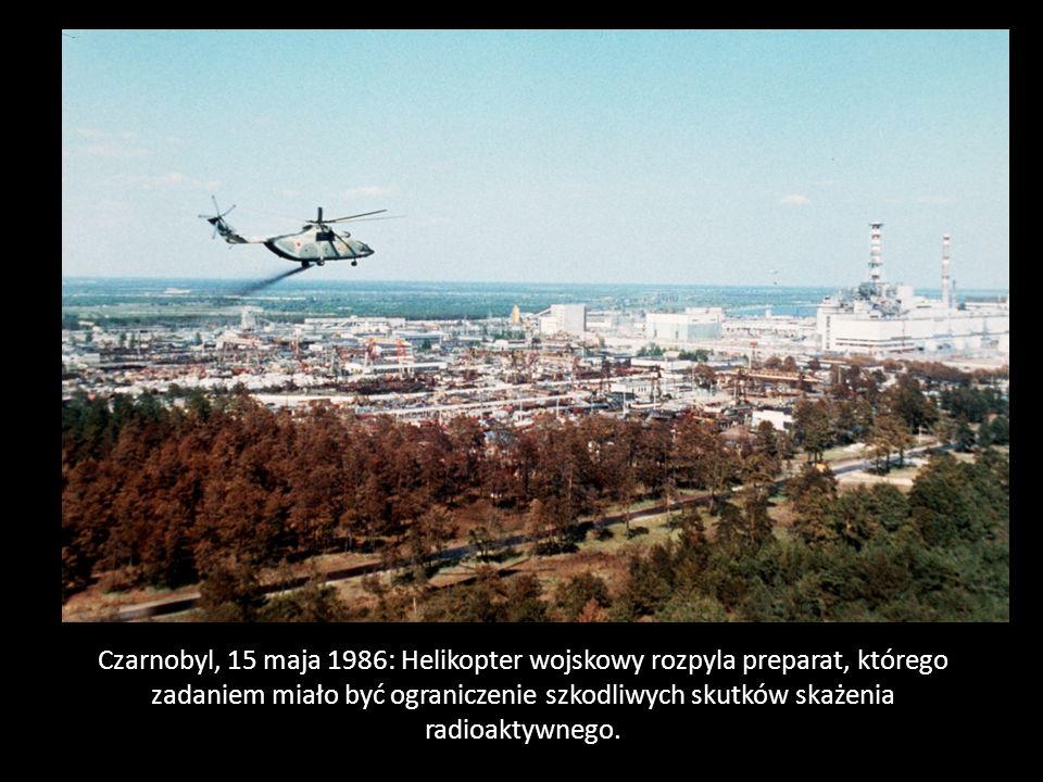 Czarnobyl, 15 maja 1986: Helikopter wojskowy rozpyla preparat, którego zadaniem miało być ograniczenie szkodliwych skutków skażenia radioaktywnego.