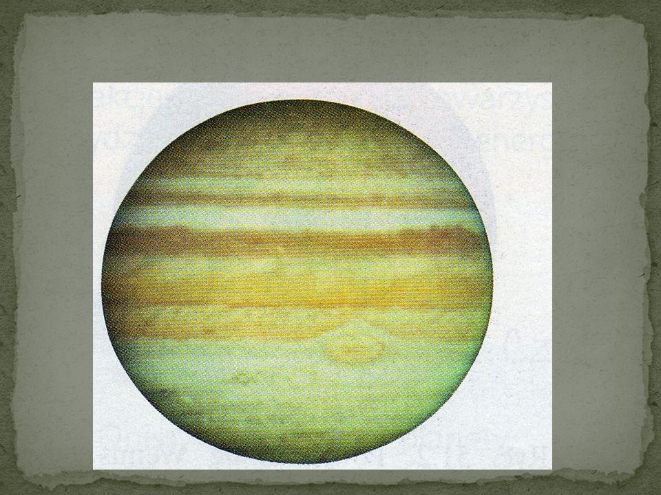 Jowisz jest ogromna kulą cieczy i gazów, wewnątrz której znajduje się małe, skaliste jądro. Widoczna na powierzchni czerwona plama jest gigantycznym w