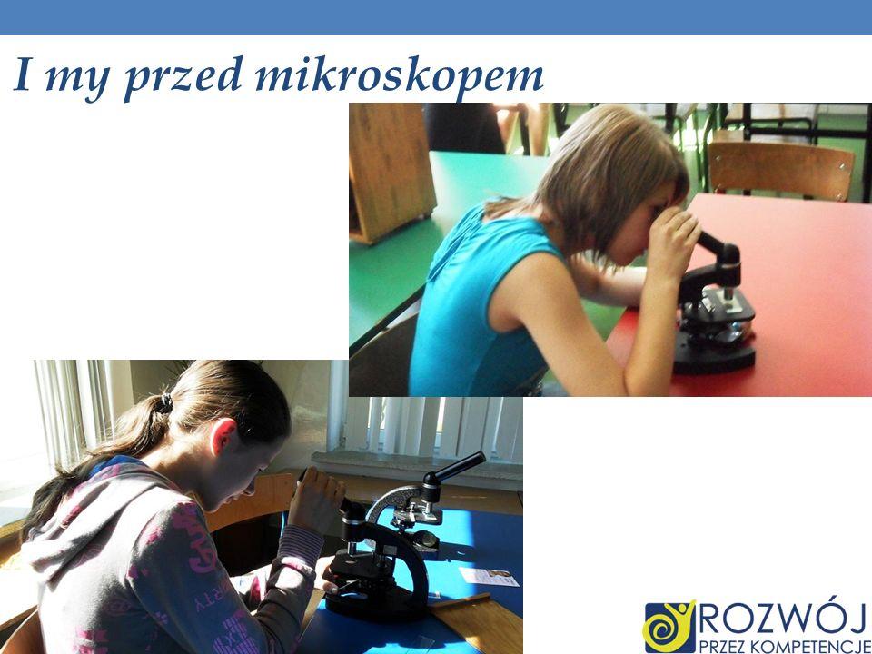I my przed mikroskopem
