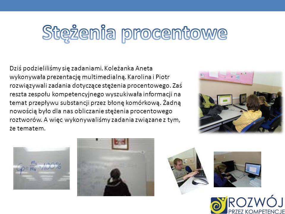 Dziś podzieliliśmy się zadaniami. Koleżanka Aneta wykonywała prezentację multimedialną. Karolina i Piotr rozwiązywali zadania dotyczące stężenia proce