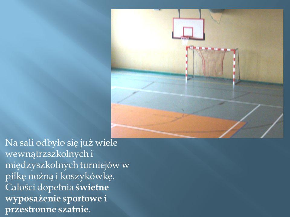 Na sali odbyło się już wiele wewnątrzszkolnych i międzyszkolnych turniejów w piłkę nożną i koszykówkę.