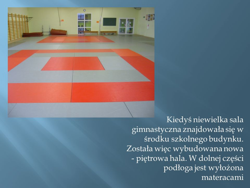 Kiedyś niewielka sala gimnastyczna znajdowała się w środku szkolnego budynku.