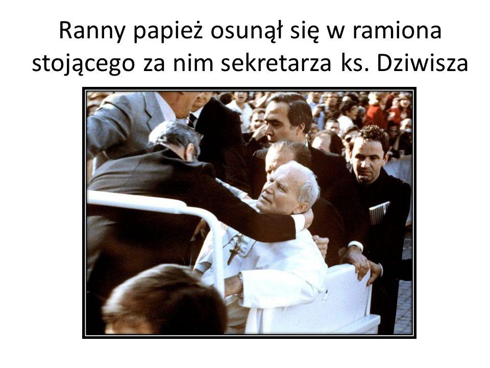 Ranny papież osunął się w ramiona stojącego za nim sekretarza ks. Dziwisza