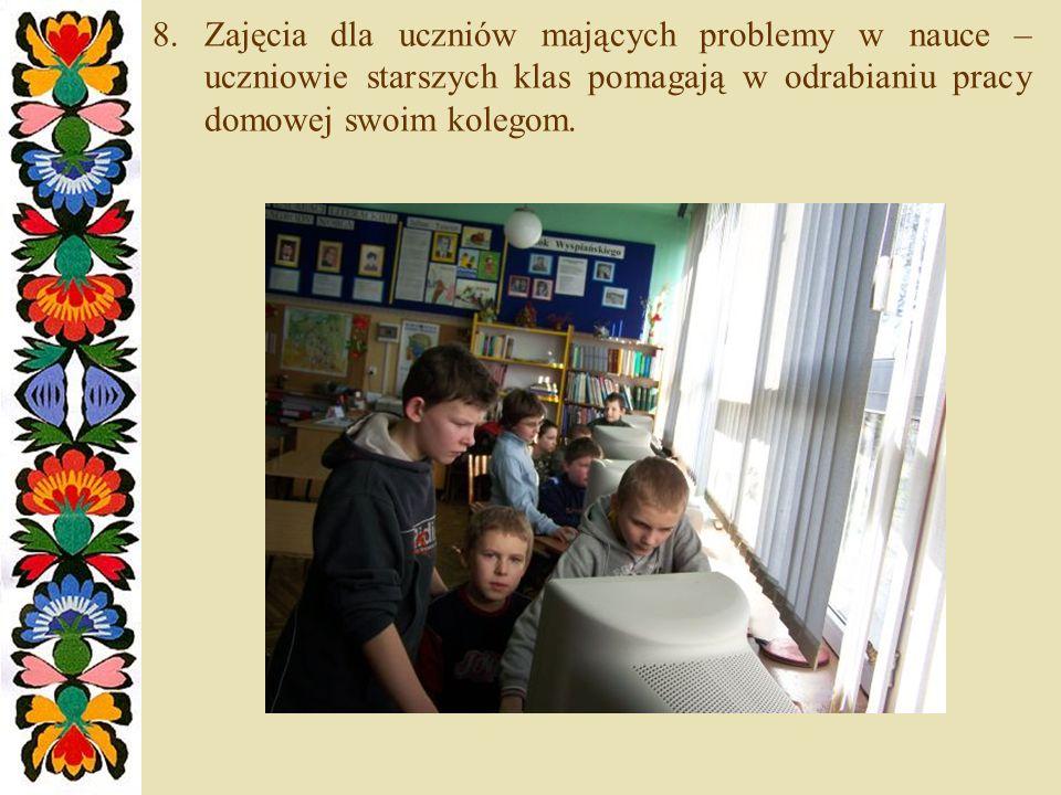 8.Zajęcia dla uczniów mających problemy w nauce – uczniowie starszych klas pomagają w odrabianiu pracy domowej swoim kolegom.