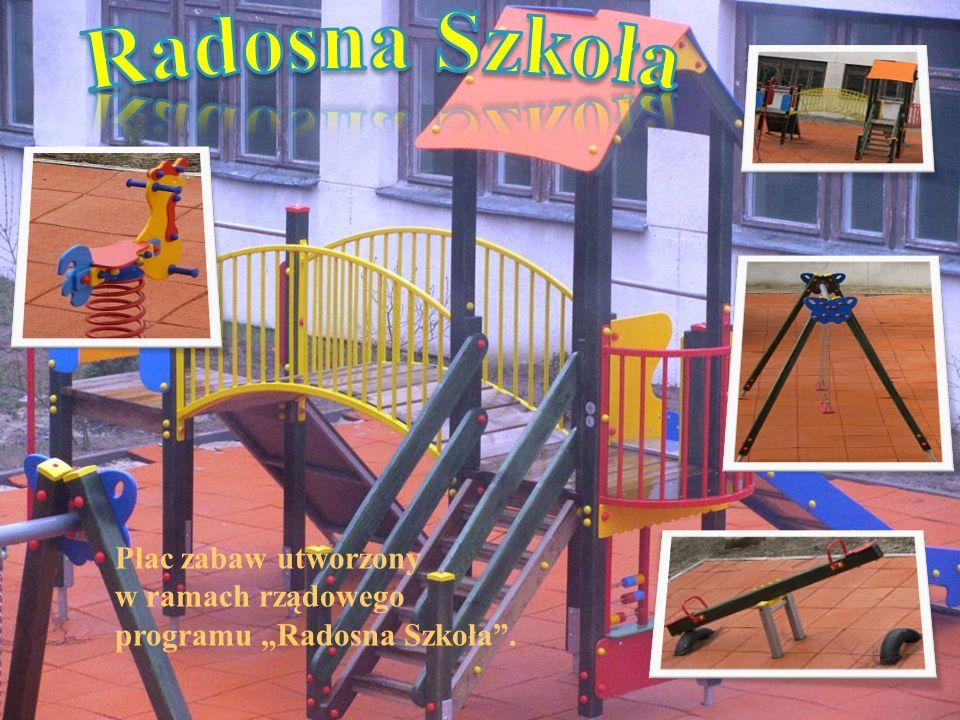 Plac zabaw utworzony w ramach rządowego programu Radosna Szkoła.