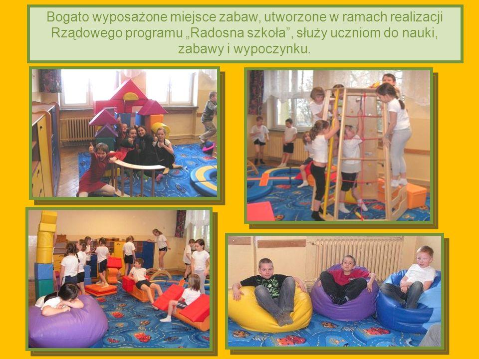 2011-03-02 Bogato wyposażone miejsce zabaw, utworzone w ramach realizacji Rządowego programu Radosna szkoła, służy uczniom do nauki, zabawy i wypoczynku.