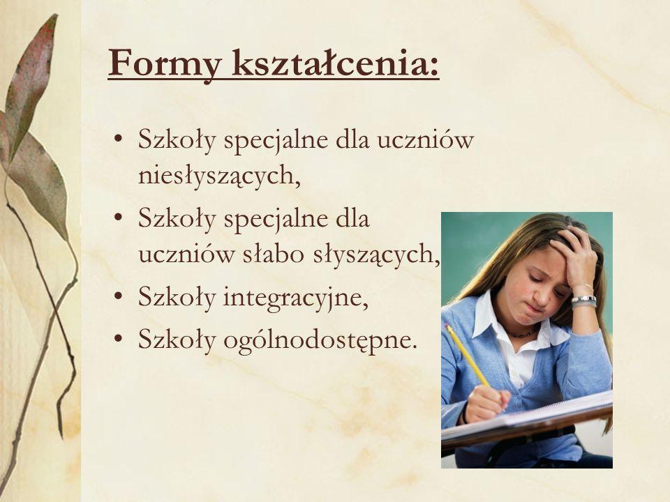 Formy kształcenia: Szkoły specjalne dla uczniów niesłyszących, Szkoły specjalne dla uczniów słabo słyszących, Szkoły integracyjne, Szkoły ogólnodostępne.