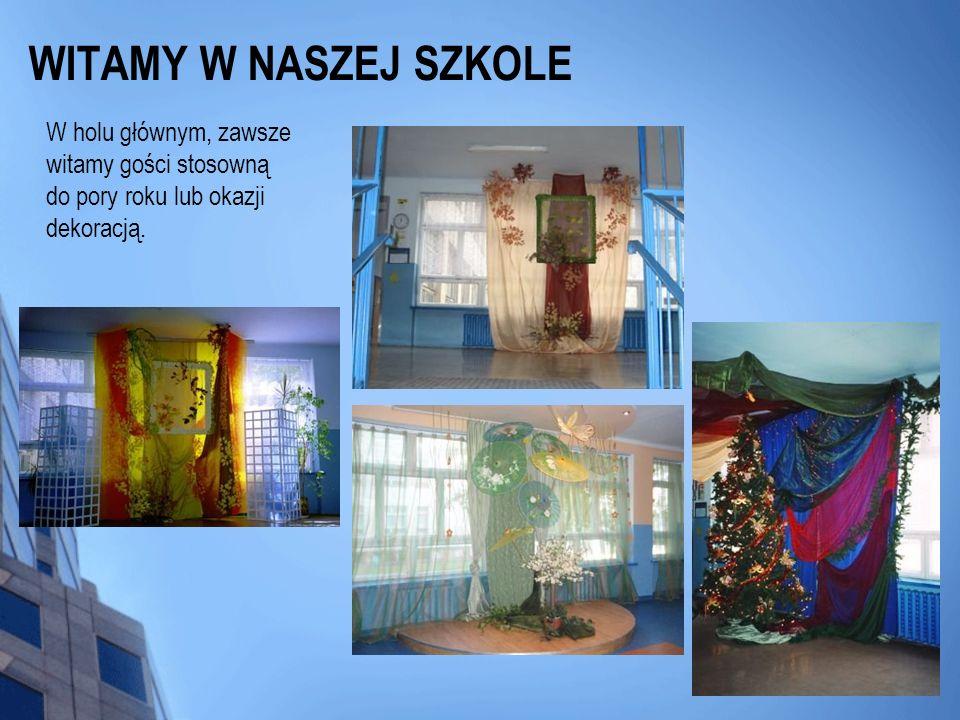 WITAMY W NASZEJ SZKOLE W holu głównym, zawsze witamy gości stosowną do pory roku lub okazji dekoracją.