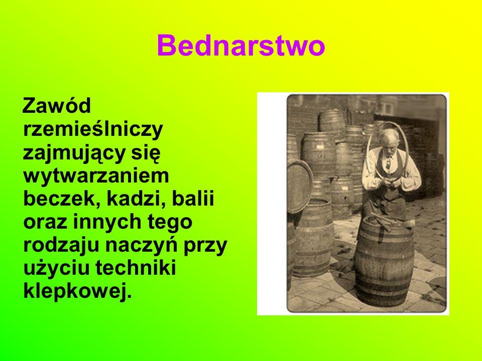 Do wyrobu wykorzystywano drewno dębowe, świerkowe, lipowe, olszowe i sosnowe.