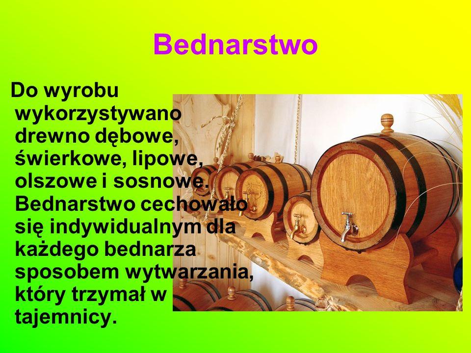 Do wyrobu wykorzystywano drewno dębowe, świerkowe, lipowe, olszowe i sosnowe. Bednarstwo cechowało się indywidualnym dla każdego bednarza sposobem wyt