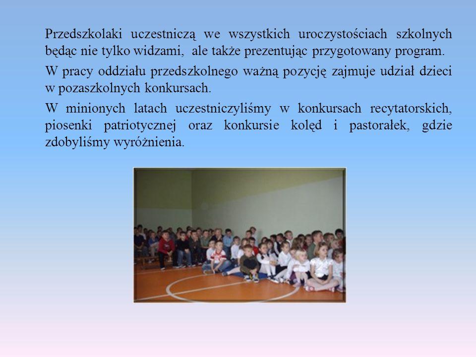 Przedszkolaki uczestniczą we wszystkich uroczystościach szkolnych będąc nie tylko widzami, ale także prezentując przygotowany program. W pracy oddział