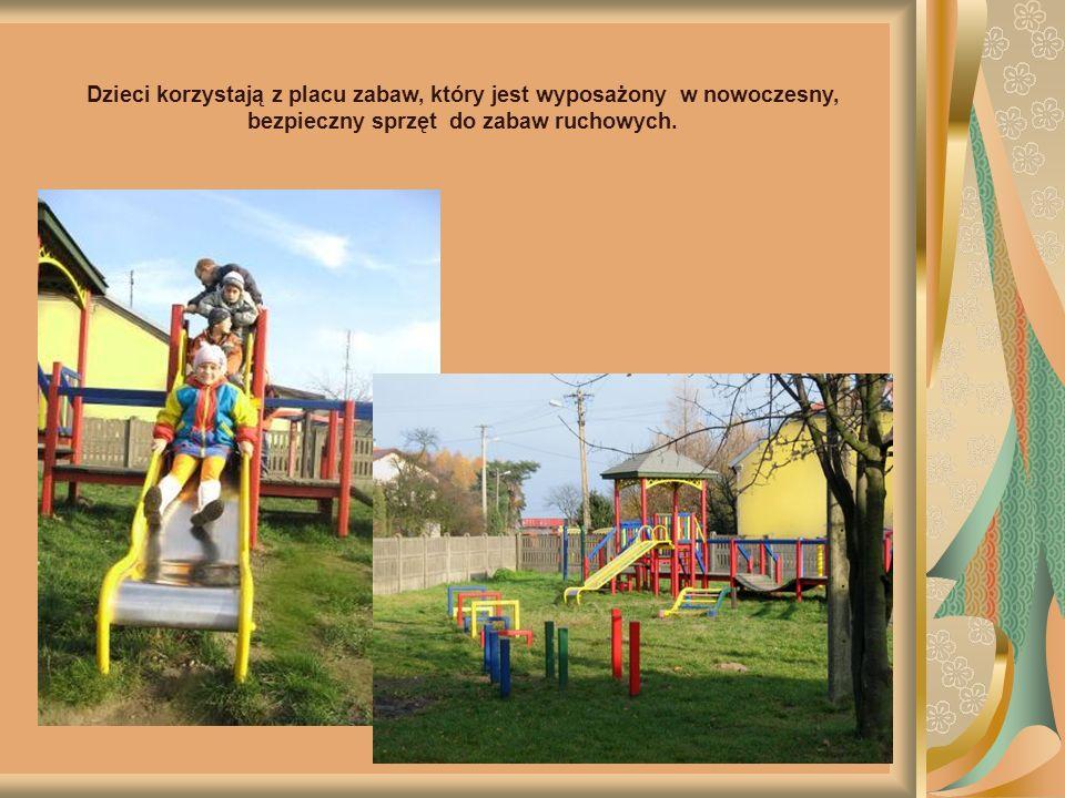 Dzieci korzystają z zajęć pozalekcyjnych tj.: dogoterapia, rytmika, język angielski, terapia logopedyczna.