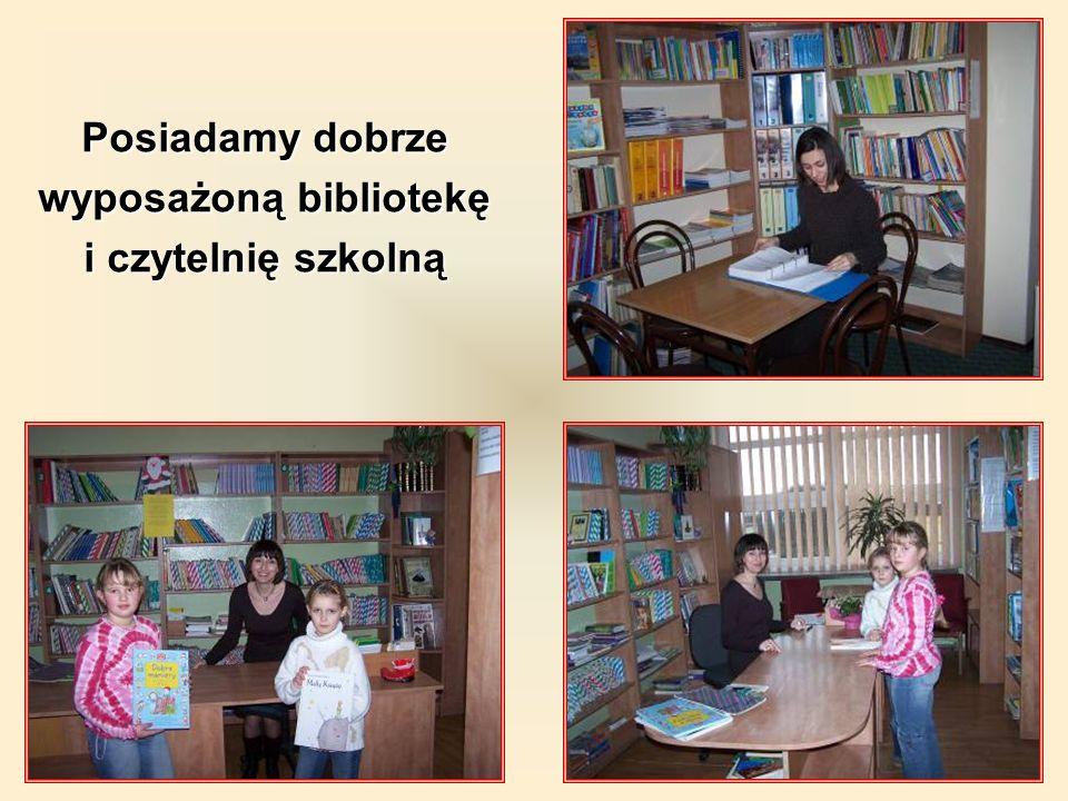 Posiadamy dobrze wyposażoną bibliotekę i czytelnię szkolną
