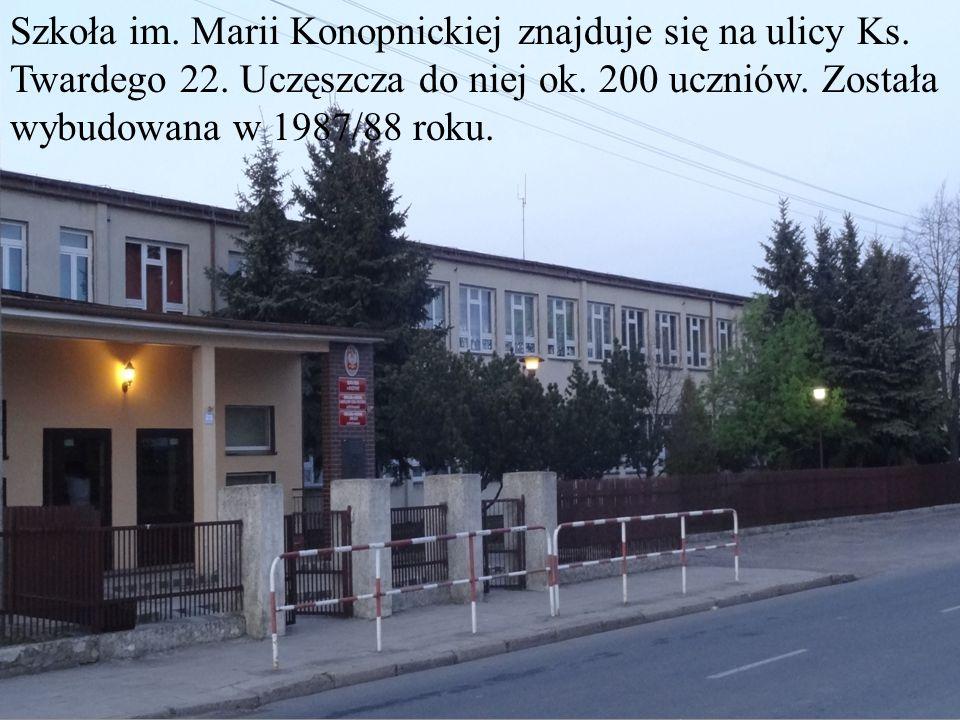Szkoła im. Marii Konopnickiej znajduje się na ulicy Ks. Twardego 22. Uczęszcza do niej ok. 200 uczniów. Została wybudowana w 1987/88 roku.