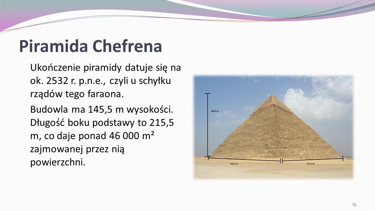 Piramida Chefrena Nachylona jest pod kątem 53°7 48 , a ponieważ jest bardziej stroma od sąsiadujących z nią piramid i zbudowano ją na niewielkim podwyższeniu, może się wydawać, że jest największą z nich.