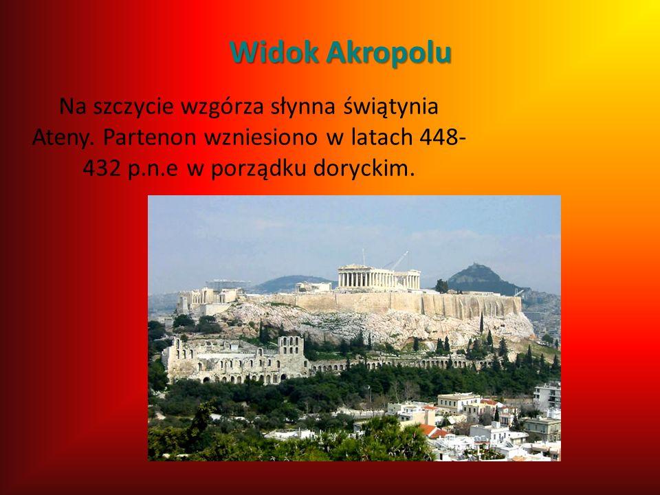 Widok Akropolu Na szczycie wzgórza słynna świątynia Ateny.