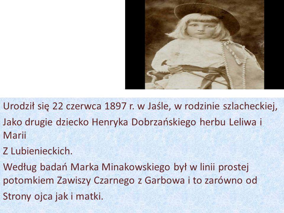 Urodził się 22 czerwca 1897 r. w Jaśle, w rodzinie szlacheckiej, Jako drugie dziecko Henryka Dobrzańskiego herbu Leliwa i Marii Z Lubienieckich. Wedłu