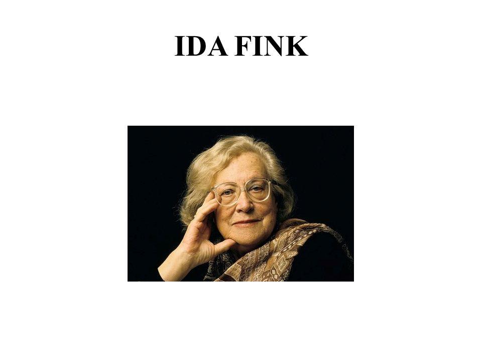 Urodziła się w Zbarażu na terenie ówczesnej II Rzeczypospolitej w rodzinie żydowskiej.