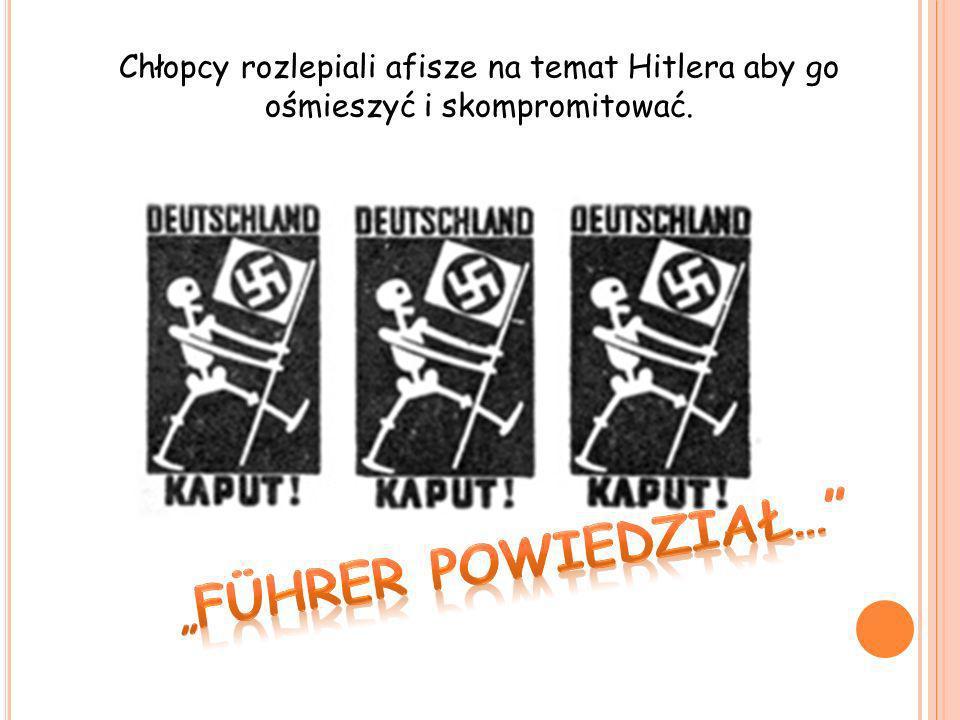 Chłopcy rozlepiali afisze na temat Hitlera aby go ośmieszyć i skompromitować.