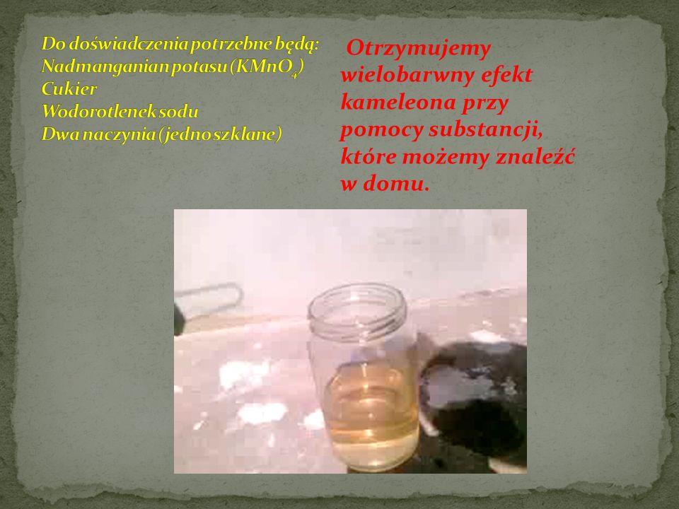 Otrzymujemy wielobarwny efekt kameleona przy pomocy substancji, które możemy znaleźć w domu.