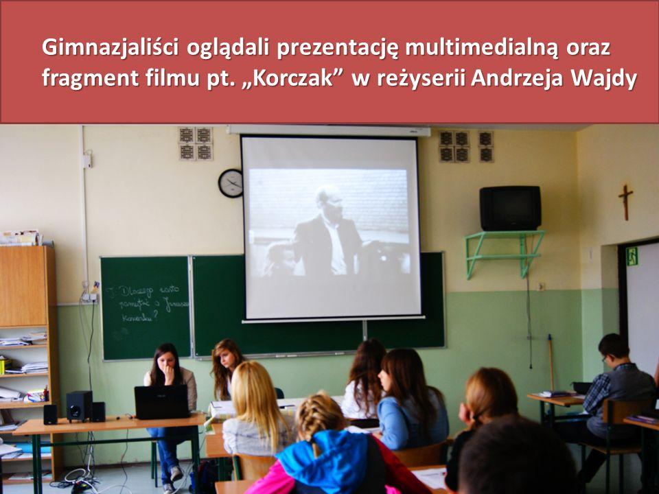 Gimnazjaliści oglądali prezentację multimedialną oraz fragment filmu pt. Korczak w reżyserii Andrzeja Wajdy