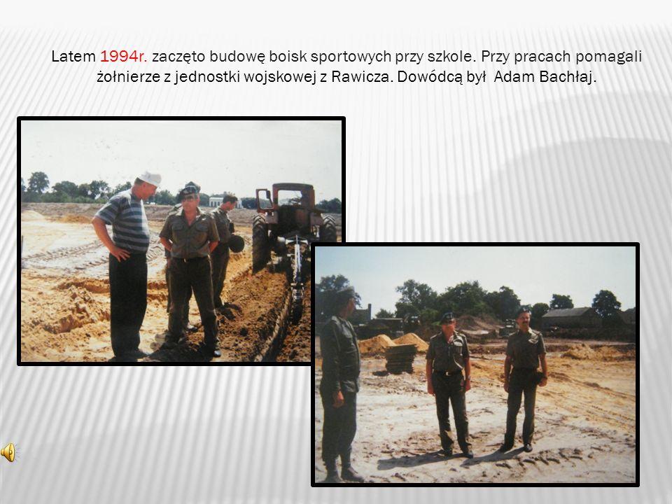 Latem 1994r.zaczęto budowę boisk sportowych przy szkole.