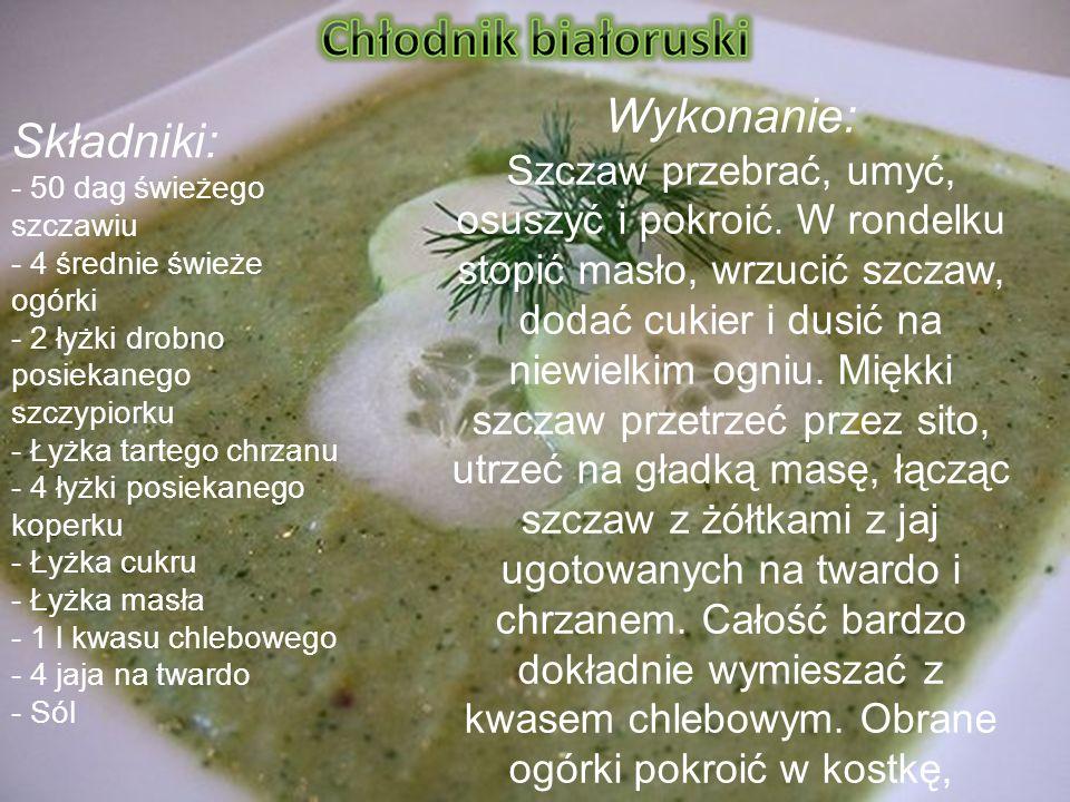 http://www.headcrab.pl/ p=63 Składniki: - 50 dag świeżego szczawiu - 4 średnie świeże ogórki - 2 łyżki drobno posiekanego szczypiorku - Łyżka tartego chrzanu - 4 łyżki posiekanego koperku - Łyżka cukru - Łyżka masła - 1 l kwasu chlebowego - 4 jaja na twardo - Sól Wykonanie: Szczaw przebrać, umyć, osuszyć i pokroić.