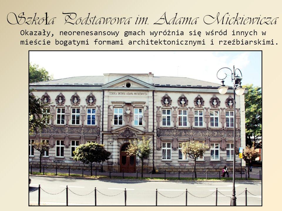 Kościół parafialny pw. św. Kazimierza, zwany jest również kaplicą szkolną .