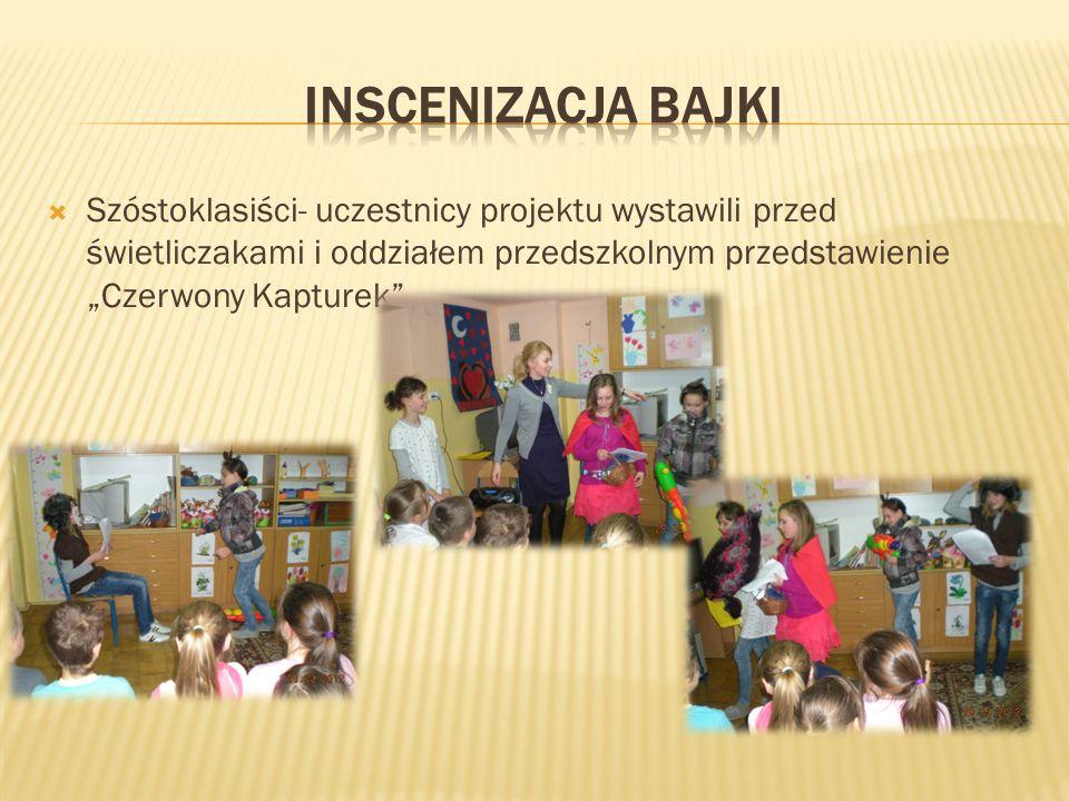 Szóstoklasiści- uczestnicy projektu wystawili przed świetliczakami i oddziałem przedszkolnym przedstawienie Czerwony Kapturek