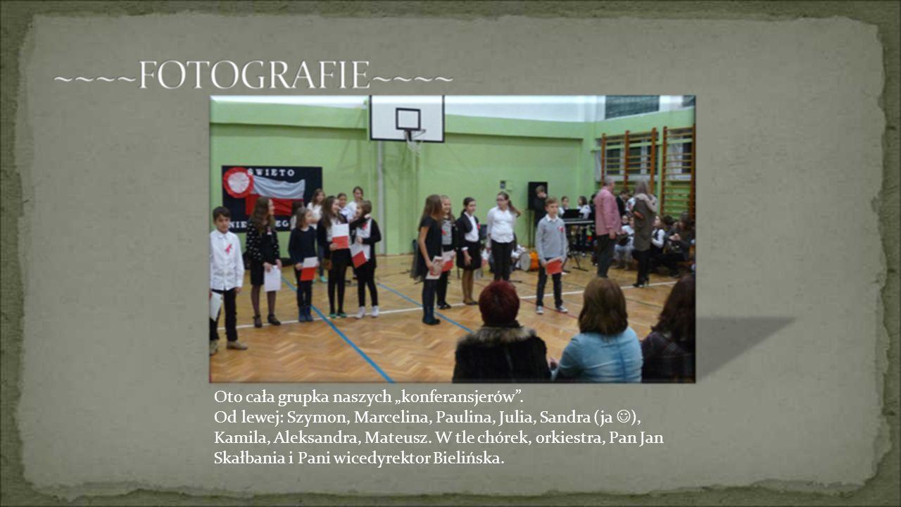 Oto cała grupka naszych konferansjerów. Od lewej: Szymon, Marcelina, Paulina, Julia, Sandra (ja ), Kamila, Aleksandra, Mateusz. W tle chórek, orkiestr
