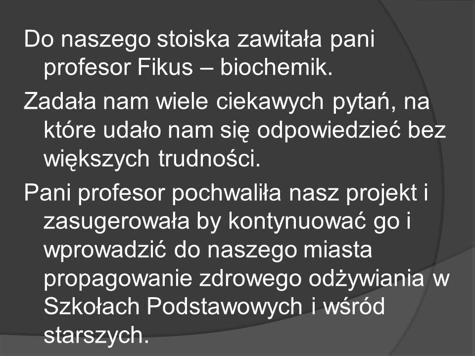 Do naszego stoiska zawitała pani profesor Fikus – biochemik.