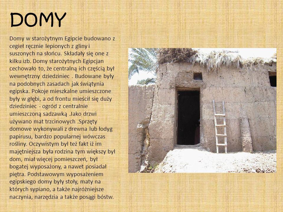 DOMY Domy w starożytnym Egipcie budowano z cegieł ręcznie lepionych z gliny i suszonych na słońcu. Składały się one z kilku izb. Domy starożytnych Egi
