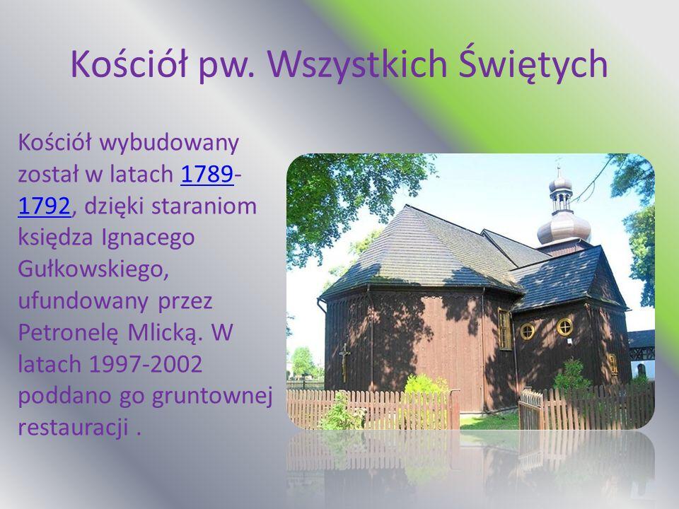 Kościół pw. Wszystkich Świętych Kościół wybudowany został w latach 1789- 1792, dzięki staraniom księdza Ignacego Gułkowskiego, ufundowany przez Petron