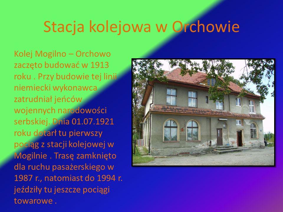 Stacja kolejowa w Orchowie Kolej Mogilno – Orchowo zaczęto budować w 1913 roku. Przy budowie tej linii niemiecki wykonawca zatrudniał jeńców wojennych