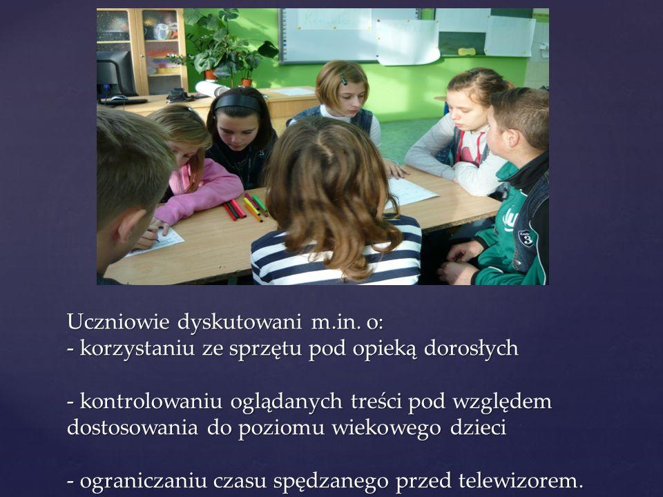 Uczniowie dyskutowani m.in. o: - korzystaniu ze sprzętu pod opieką dorosłych - kontrolowaniu oglądanych treści pod względem dostosowania do poziomu wi