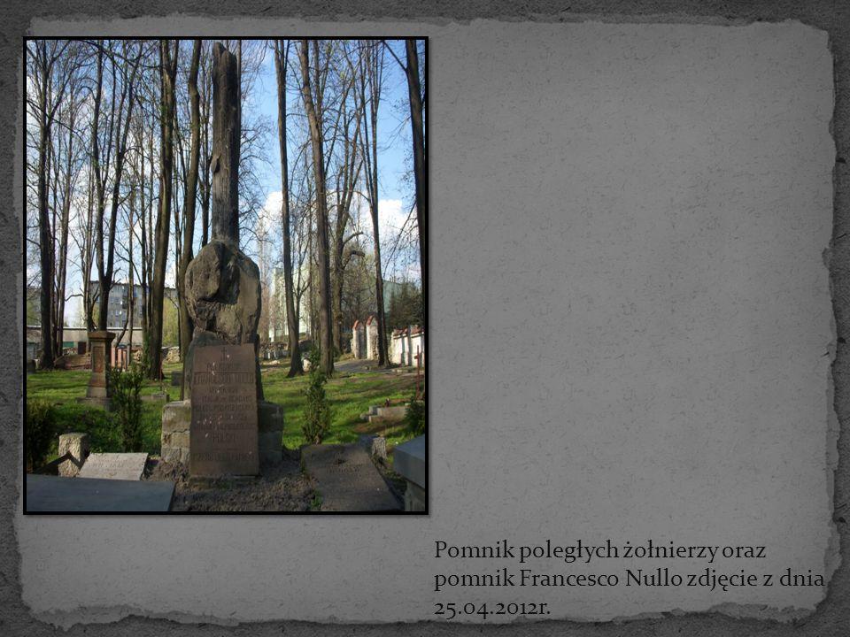 Pomnik poległych żołnierzy oraz pomnik Francesco Nullo zdjęcie z dnia 25.04.2012r.