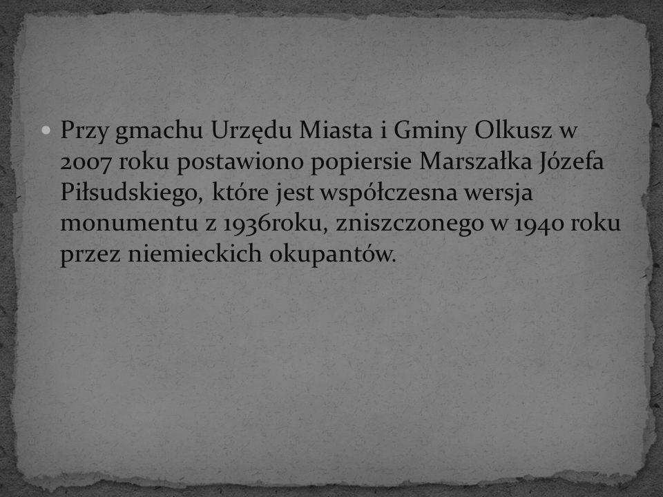 Przy gmachu Urzędu Miasta i Gminy Olkusz w 2007 roku postawiono popiersie Marszałka Józefa Piłsudskiego, które jest współczesna wersja monumentu z 193