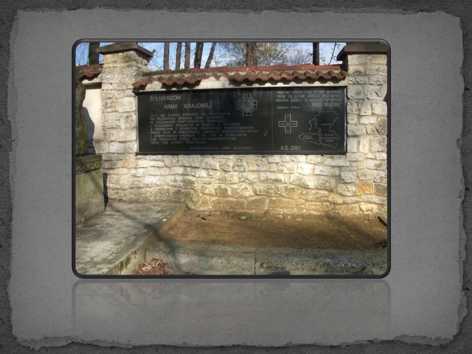 Tablice upamiętniające poległych żołnierzy na starym cmentarzu w Olkuszu zdjęcia wykonano w dniu 25.04.2012roku