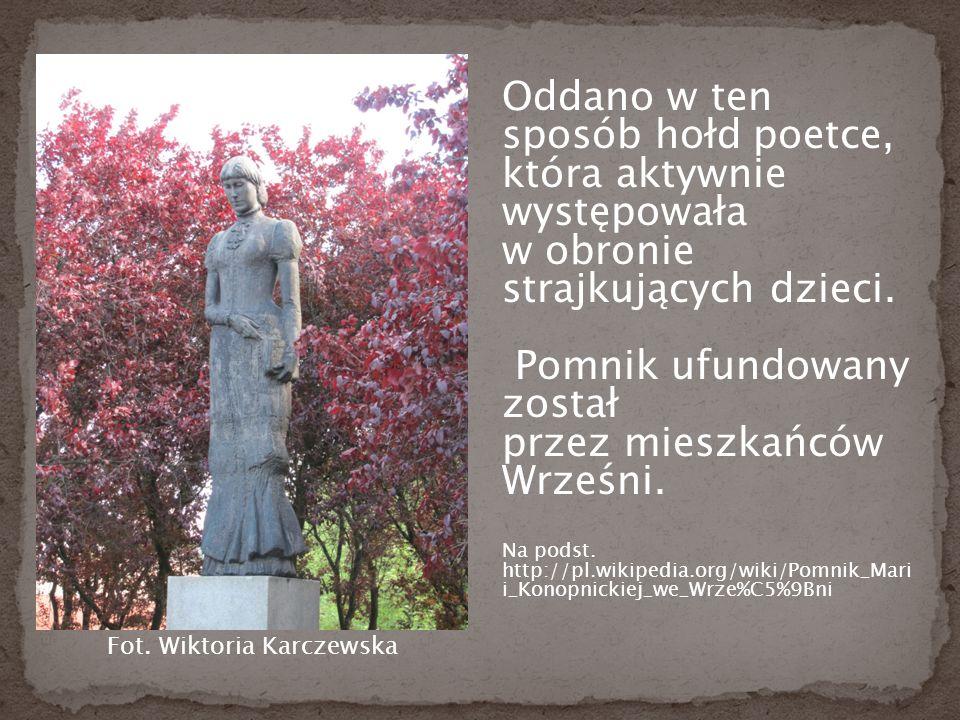 Oddano w ten sposób hołd poetce, która aktywnie występowała w obronie strajkujących dzieci.