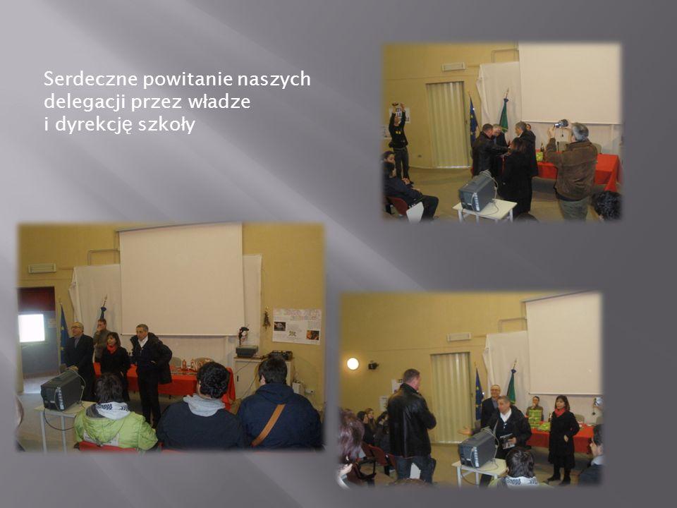 Serdeczne powitanie naszych delegacji przez w ł adze i dyrekcj ę szko ł y