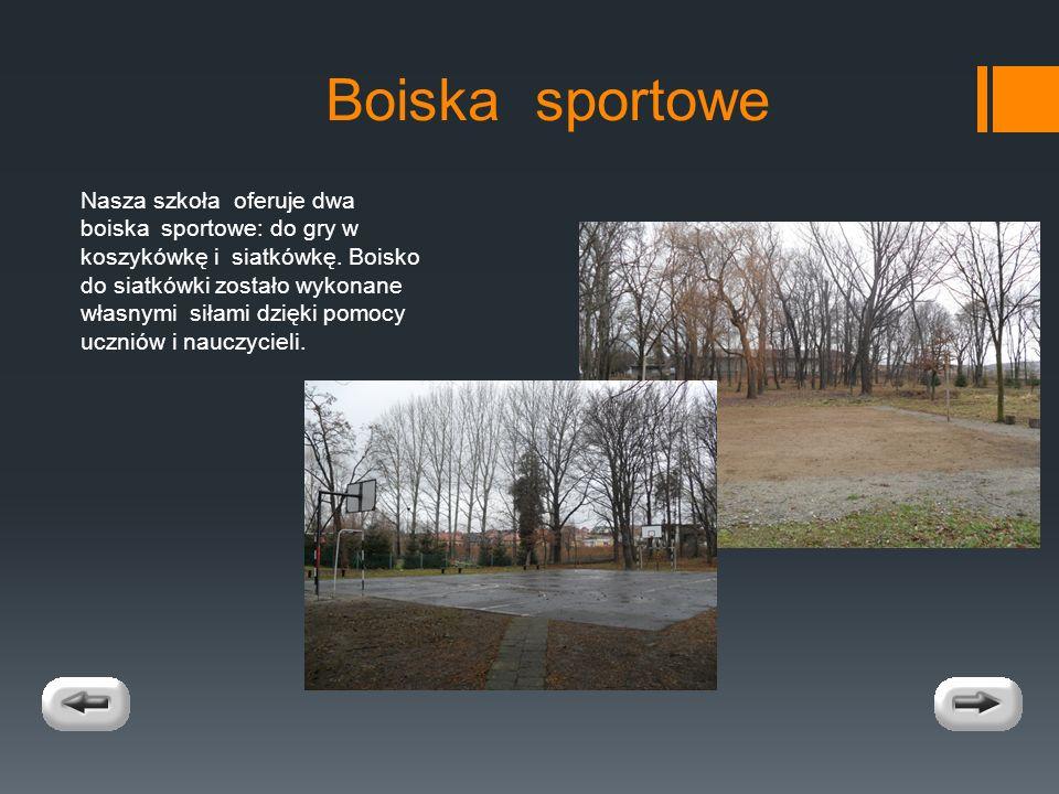 Boiska sportowe Nasza szkoła oferuje dwa boiska sportowe: do gry w koszykówkę i siatkówkę.