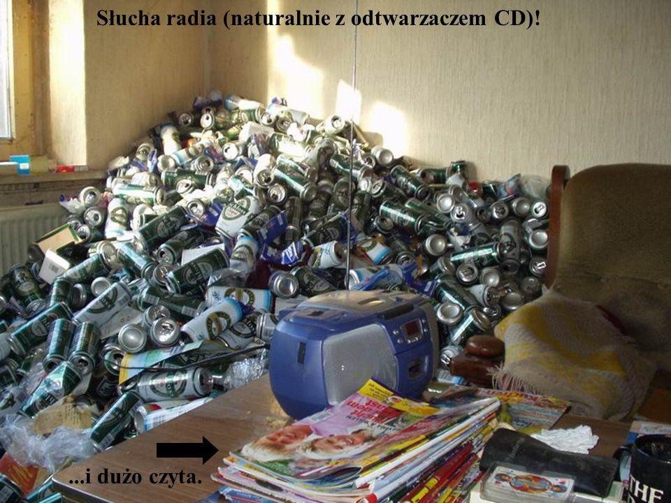 Słucha radia (naturalnie z odtwarzaczem CD)!...i dużo czyta.